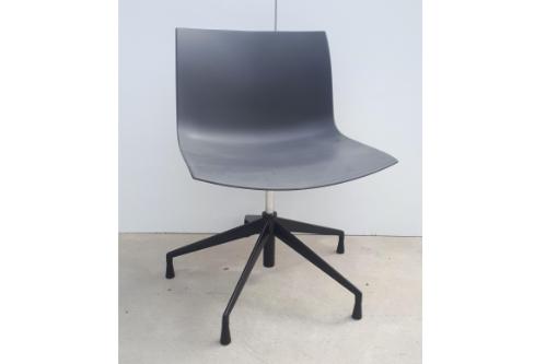 Catifa 53 stoel met swivel base