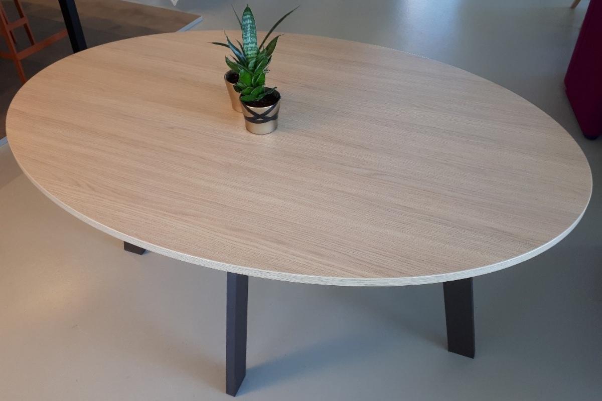 """Elias"" ovale tafel"